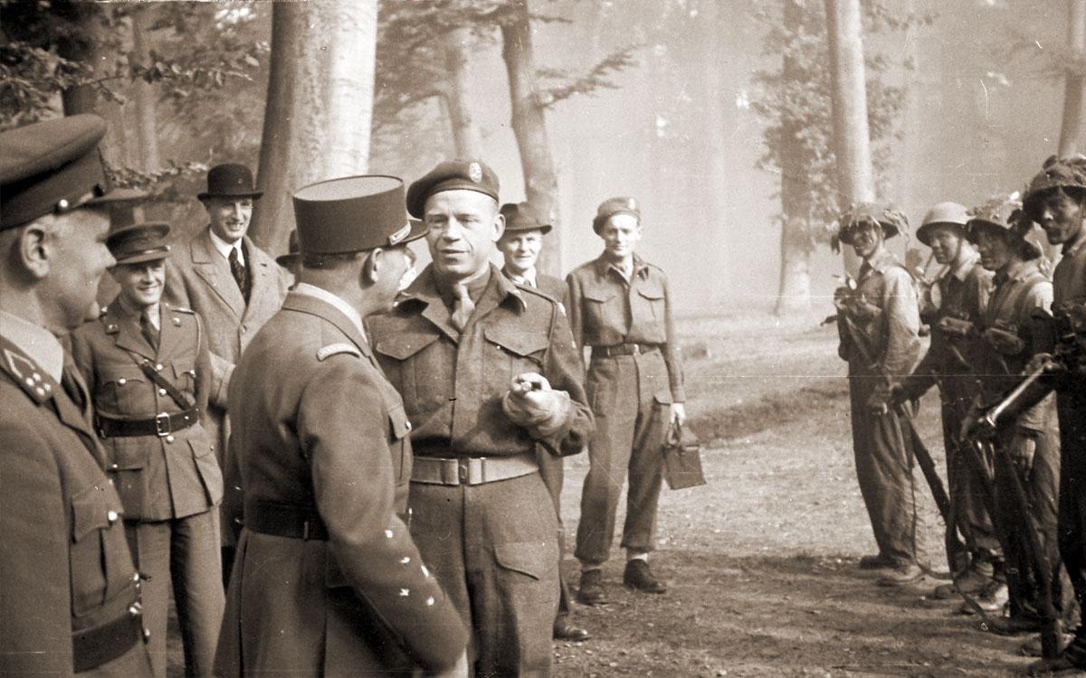 Bezoek van de Franse generaal J. de Lattre de Tassigny