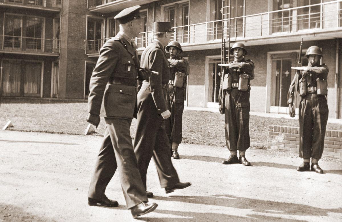 Bezoek van de Franse generaal König